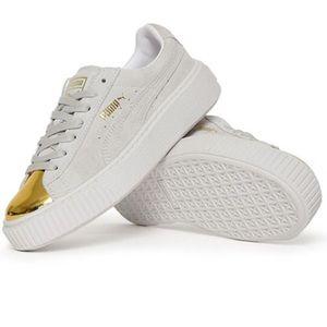 Platform Puma gold toe sneakers
